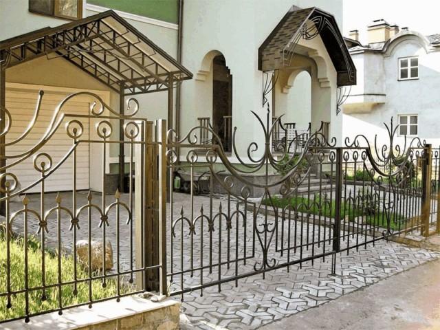 Металлический забор: типы и виды ограды, преимущества и как сделать своими руками