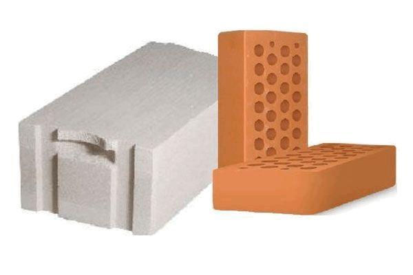 Дом из кирпича или газобетонных блоков: сравнение массы, теплопроводности и долговечности