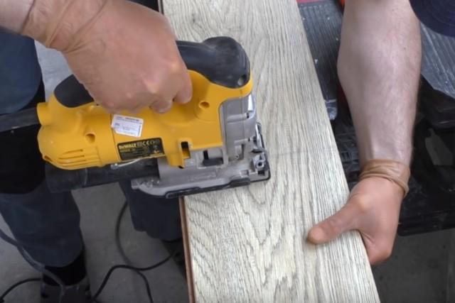 как отделать стену ламинатом